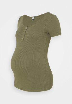 PCMKITTE  - T-shirts - deep lichen green