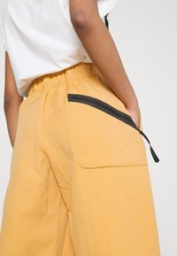 Nike Sportswear - Pantalon classique - bucktan - 3