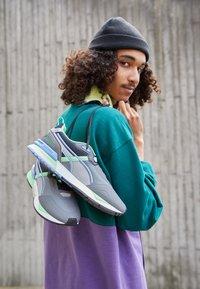 Puma - MIRAGE MOX TECH VEGAN - Sneakers - castlerock/elektro green - 2