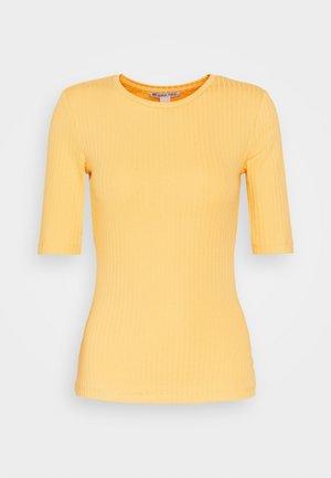 T-shirts - ochre