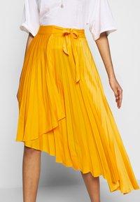 Who What Wear - THE PLEATED WRAP SKIRT - A-line skjørt - sunflower - 4
