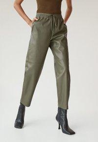 Mango - APPLE - Kalhoty - kaki - 0