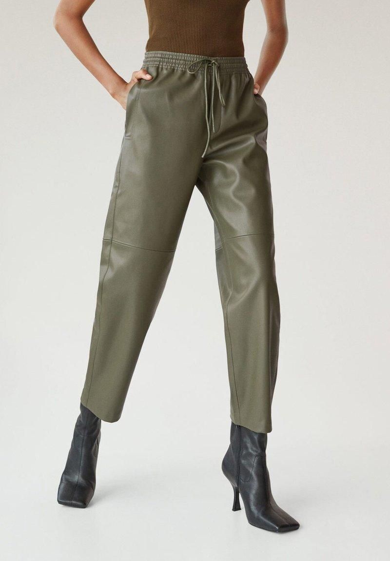 Mango - APPLE - Kalhoty - kaki