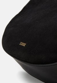 CLOSED - DAPHNE SHOULDER - Handbag - black - 4
