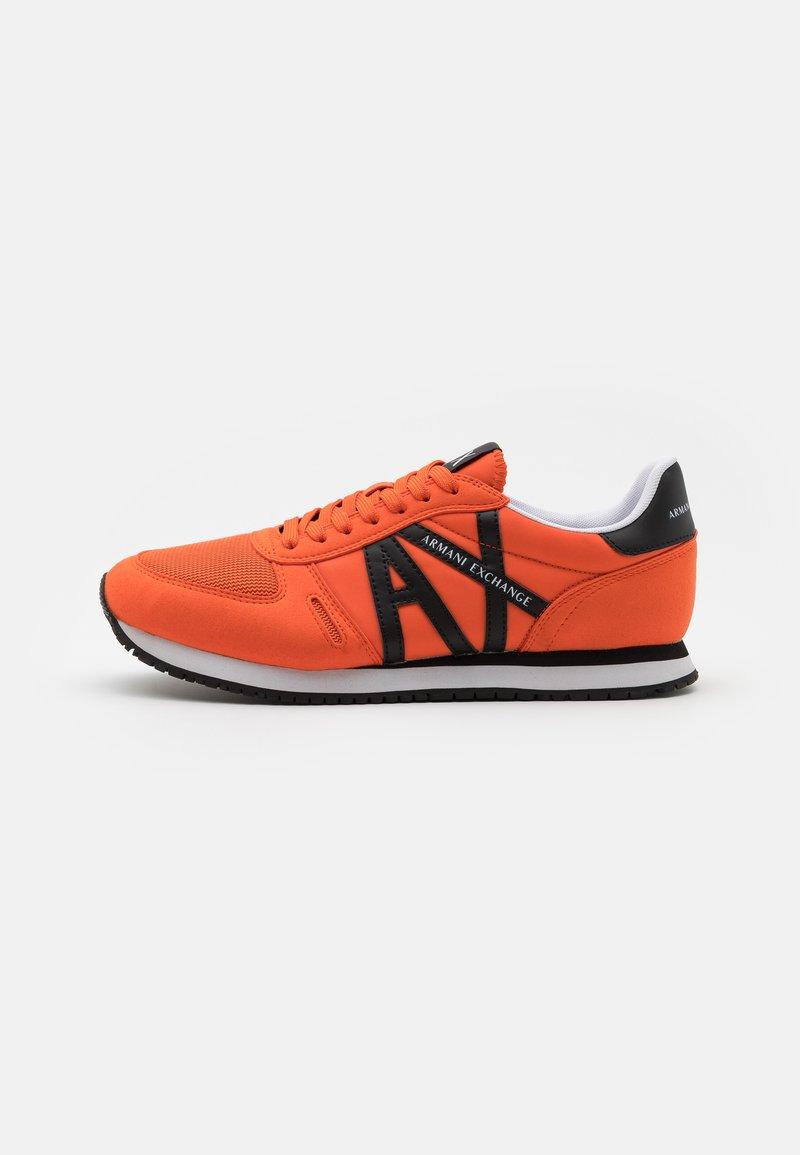 Armani Exchange - RETRO RUNNER - Sneakers basse - orange/black