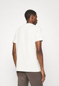 Les Deux - AMALFI  - Print T-shirt - ivory/dark navy - 2