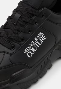 Versace Jeans Couture - Sneakers laag - black - 5