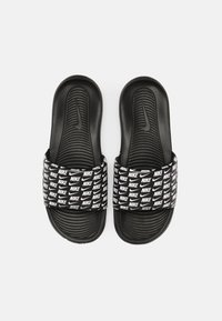 Nike Sportswear - VICTORI ONE SLIDE PRINT - Matalakantaiset pistokkaat - black/white - 3