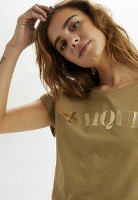 Cream - Print T-shirt - dull gold unique - 3
