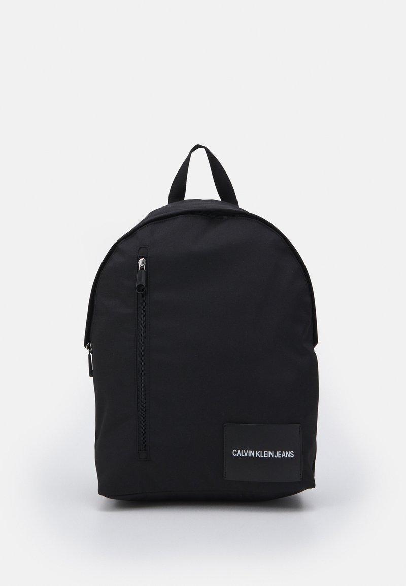 Calvin Klein Jeans - ROUND FRONT ZIP UNISEX - Ryggsekk - black