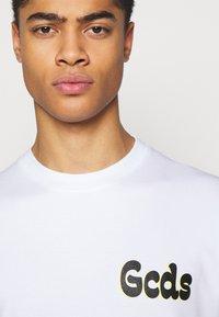 GCDS - TEE - T-shirt imprimé - white - 3