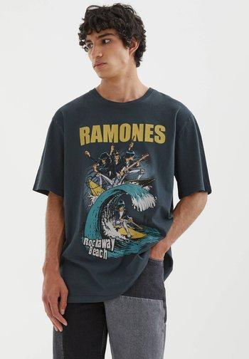 RAMONES - Print T-shirt - mottled black