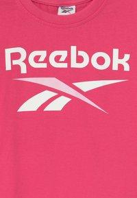 Reebok - CLASSIC - Triko spotiskem - shock pink - 2