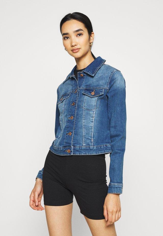 VMTINE SLIM JACKET - Giacca di jeans - medium blue denim