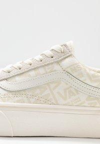 Vans - UA OLD SKOOL PLATFORM - Sneaker low - marshmallow - 2