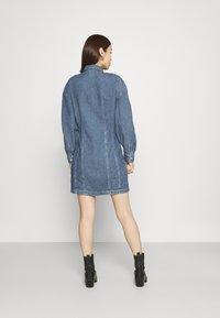 Levi's® - BRAELYN UTILITY DRESS - Spijkerjurk - blue denim - 2