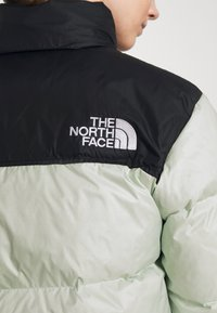 The North Face - 1996 RETRO NUPTSE JACKET - Down jacket - green mist - 5