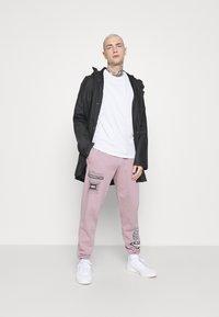 Topman - PRINTED BUNGY  - Pantaloni sportivi - lilac - 1