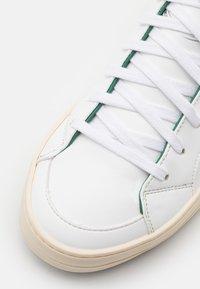 P448 - SKATE VEGAN UNISEX - Vysoké tenisky - white/green - 5