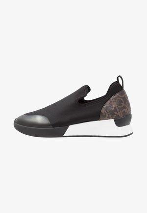 Slip-ons - black/brown