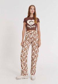 PULL&BEAR - BETTY BOOP  - Print T-shirt - brown - 1