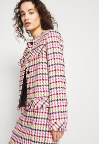 KARL LAGERFELD - HOUNDSTOOTH BOUCLE JACKET - Blazer - pink - 3