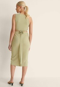 NA-KD - KNOPFDETAIL - Pencil skirt - light green - 1