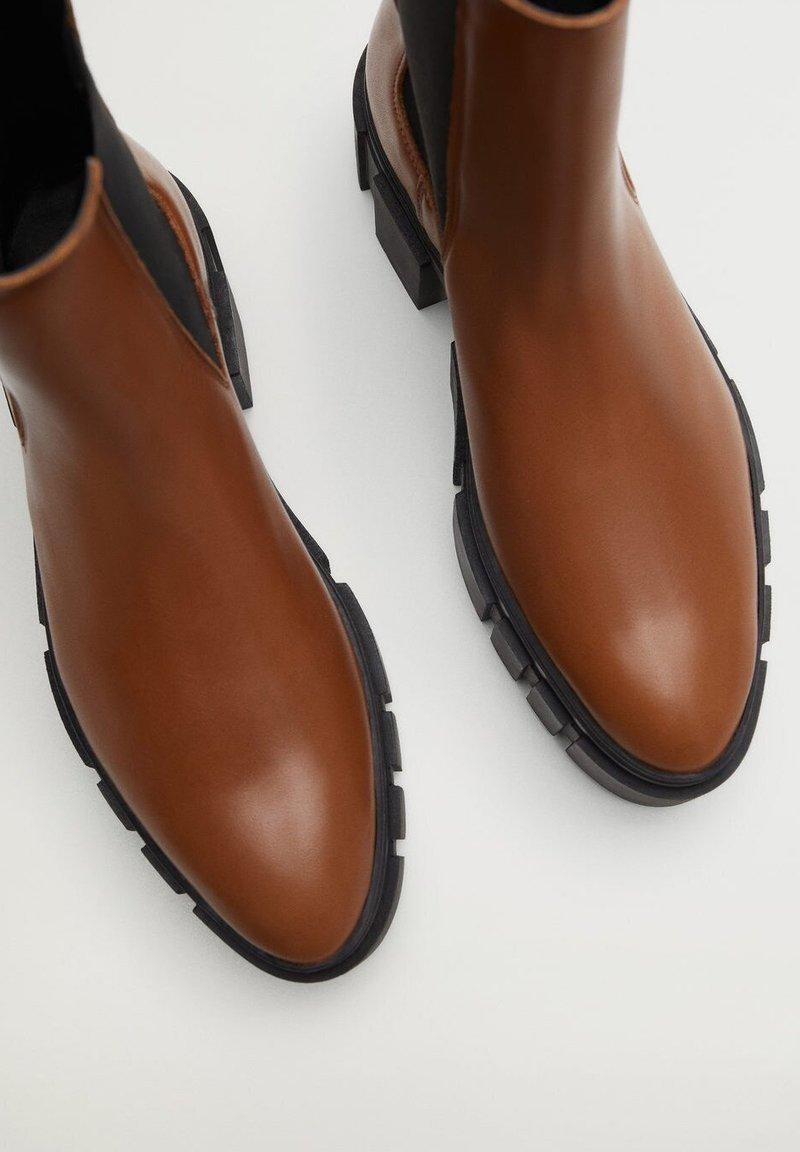 Mango - TRACTOR-I - Ankle boots - średni brązowy