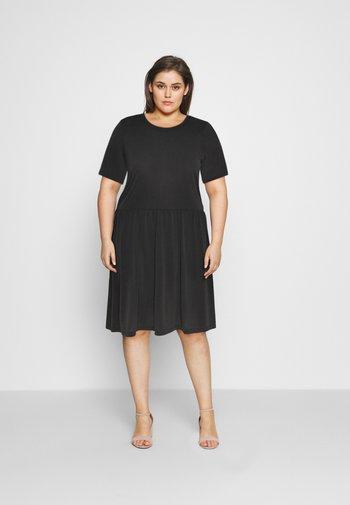 PCKAMALA DRESS - Žerzejové šaty - black
