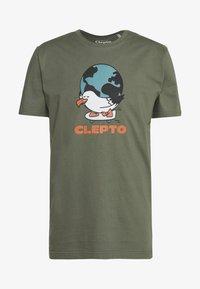 Cleptomanicx - GOING ROUND - T-shirt z nadrukiem - thyme - 0