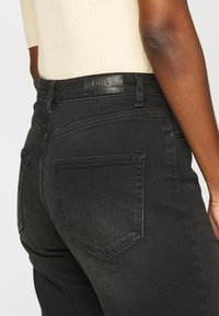ONLY Tall - ONLVENEDA LIFE MOM - Relaxed fit jeans - black denim - 4