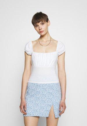 PAMELA REIF X ZALANDO RUCHED DETAIL - Camiseta estampada - white