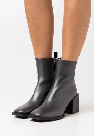 FLAMENCO - Kotníkové boty - silver