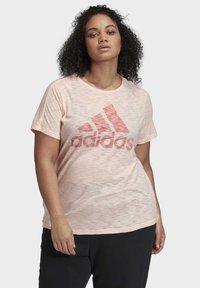 adidas Performance - WINNERS SHORT SLEEVE CREW T-SHIRT (PLUS SIZE) - Camiseta estampada - pink - 0