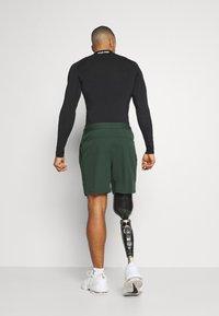 Nike Performance - SHORT YOGA - Korte sportsbukser - galactic jade/black - 2