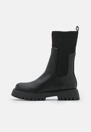 VEGAN KELSEYY - Platform boots - black
