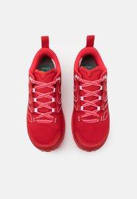 La Sportiva - JACKAL WOMAN GTX - Trail running shoes - grape/hibiscus - 5