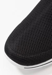 Skechers Performance - GO WALK 5 - Chaussures de course - black/pink - 5