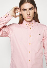 Vivienne Westwood - KRALL UNISEX - Shirt - red stripe - 4