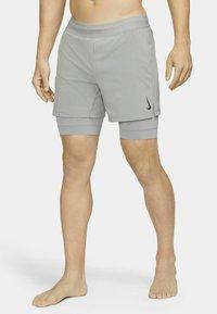 Nike Performance - ACTIVE YOGA - Sportovní kraťasy - particle grey/black - 3