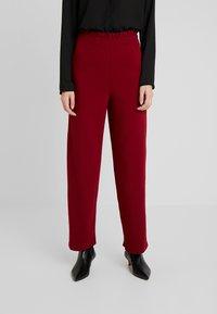 PIECES Tall - Spodnie materiałowe - biking red - 0