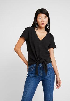 MODERN V NECK TIE FRONT - Print T-shirt - true black