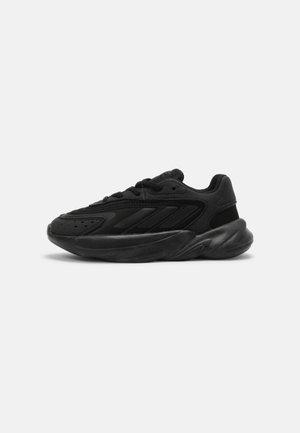 OZELIA UNISEX - Sneakers laag - core black
