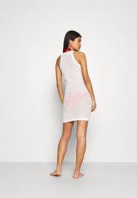 Solid & Striped - THE CARSON DRESS TECH - Ranta-asusteet - marshmallow - 2