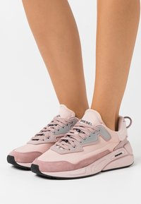 Diesel - SERENDIPITY S-SERENDIPITY LC W SNEAKERS - Trainers - peach - 0