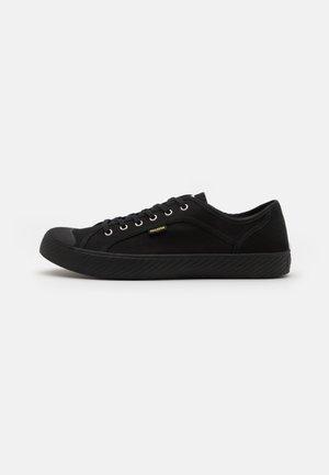 PALLAPHOENIX II UNISEX - Sneakersy niskie - black