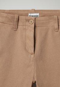 Napapijri - MERIDIAN - Trousers - beige portabel - 2