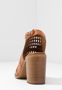Carmela - High heeled sandals - camel - 5