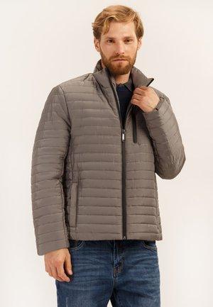 MIT PRAKTISCHEN TASCHEN - Light jacket - brown