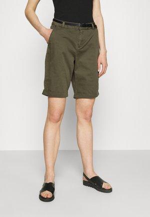 VMFLASH BERMUDA BELT - Shorts - ivy green
